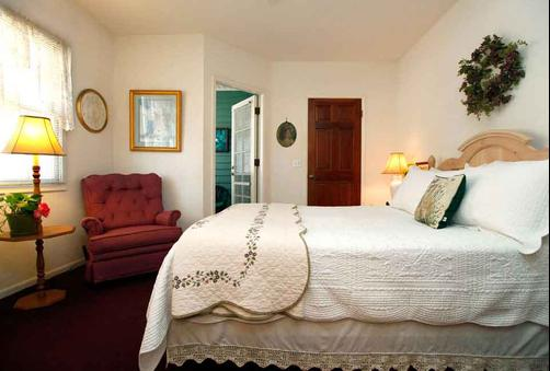 A Beach Bed & Breakfast At The Elsbree House Condo - San Diego - Schlafzimmer