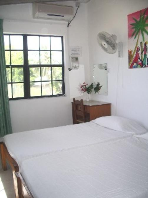 Rio Guest House - St Lawrence Gap - Bett