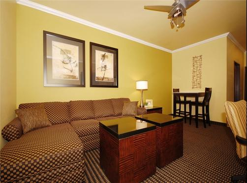 Best Western Plus Christopher Inn & Suites - Forney - Schlafzimmer