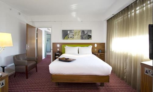 Hampton by Hilton Liverpool City Centre Hotel - Liverpool - Queen-Schlafzimmer