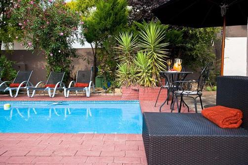 Countryview Executive Guest House - Midrand - Pool