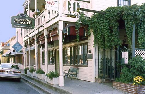 Historic National Hotel & Restaurant - Jamestown